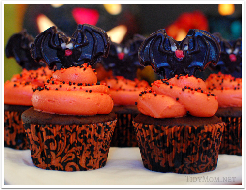 Halloween Cupcake Decorating Ideas Spider Web : Halloween bat, spider and spider web cupcake decorating tips
