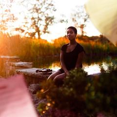 [フリー画像素材] 人物, 女性 - 黒人, 女性 - 座る, アメリカ人, 人物 - 公園 ID:201111251200