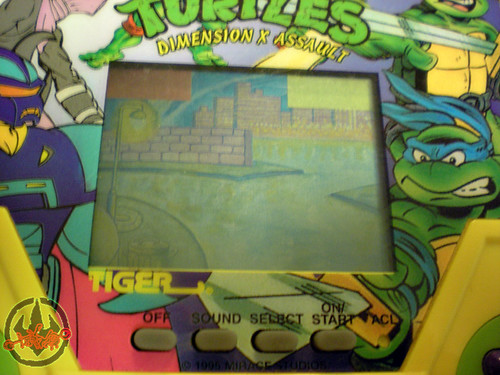 "TIGER ELECTRONICS :: ""TEENAGE MUTANT NINJA TURTLES: DIMENSION-X ASSAULT"" 'TALKING' ELECTRONIC LCD GAME  iv (( 1995 ))"