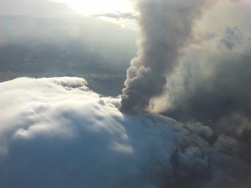 Etna, continua emissione di gas e cenere$