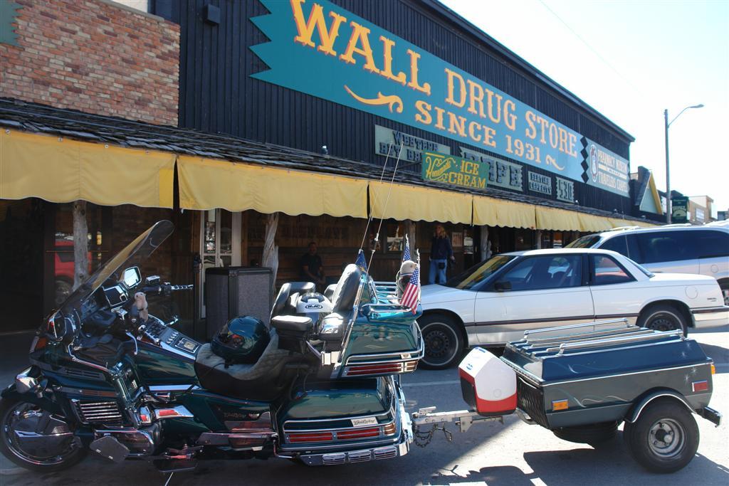 Entrada al principal departamento del Wall Drug wall drug store, pare aquí para su agua con hielo gratis! - 6318089820 94799053d3 o - Wall Drug Store, pare aquí para su agua con hielo gratis!