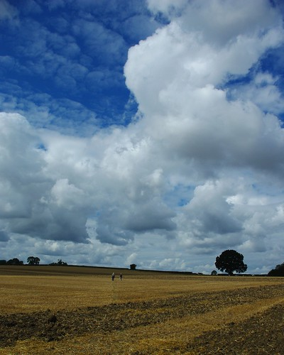 20110814-08_Cloudscape + farmland nr King's Newnham by gary.hadden