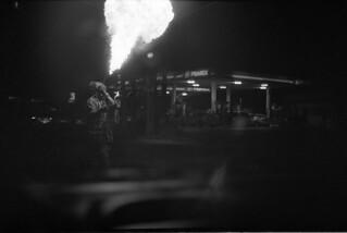 Lanzafuego y gasolinería