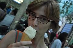 Fent un gelat a un lloc famòs (molt bo per 10.000 dongs, 0.35 €)