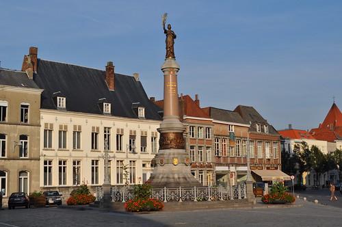2011.09.25.252 TOURNAI - Place de Lille