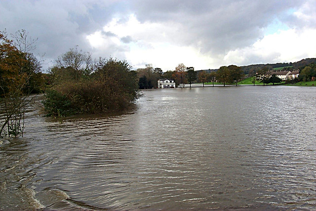 Robert's Park taken from bridge towards cricket pavilion