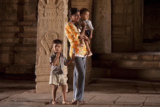 Mum_Childs_Hampi_India_01