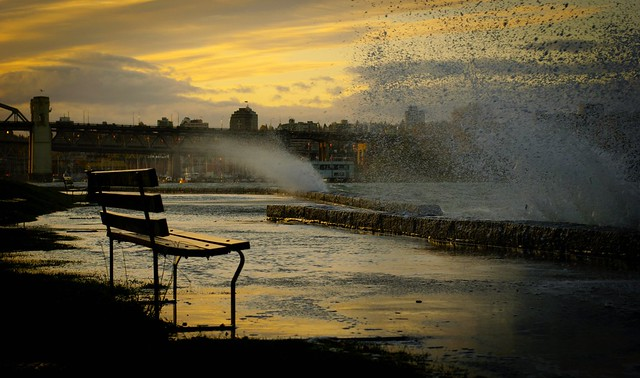 Vancouver Storm - Waves, Bench seawall