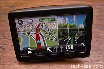 TomTom VIA 280 (Click to see the other accessories), the screen display here is a sticker.
