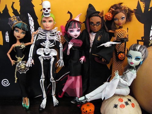 It's Halloween at Monster High!
