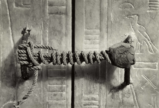 Unbroken Seal on the Third Shrine of Tutankhamun, 1924, by Harry Burton (courtesy Metmuseum.org)