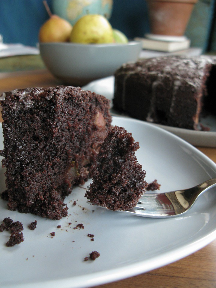 chocolate pear cake 004