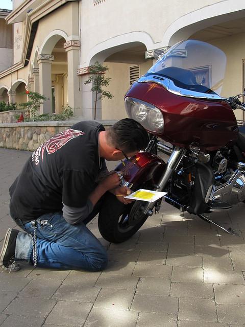 Pinstriping Harley Davidson Motorcycles