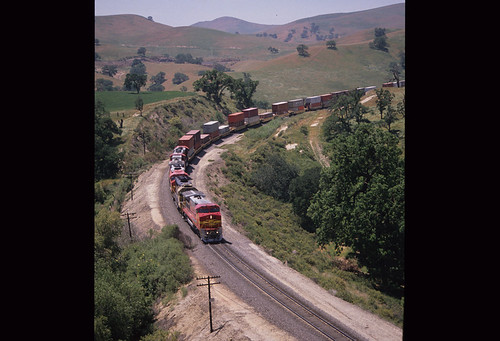 6243995871 83479fc354 ATSF 539, GE B40 8W; ATSF 3814, EMD GP50; ATSF 123, EMD GP50; Double stack train;  May 1991