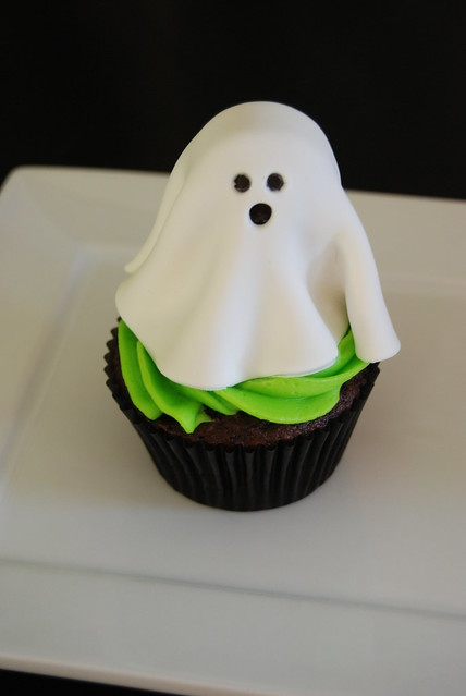 Cake Decorating Classes Az : ghost cupcake - Halloween cupcakes class sample Flickr ...