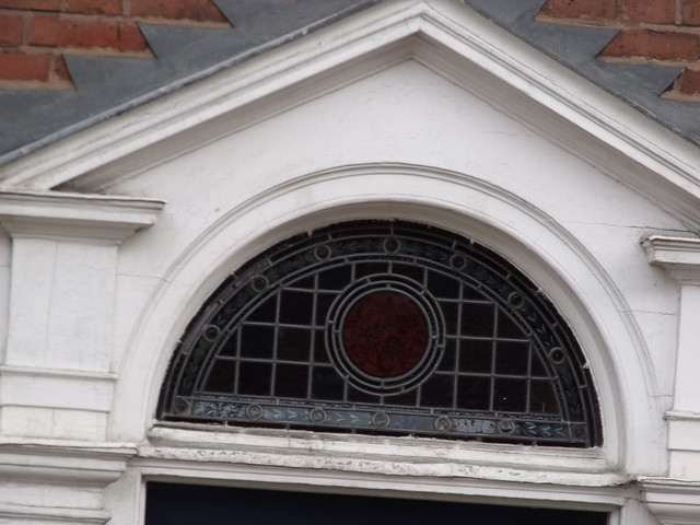 19 High Street Warwick Semi Circle Window Above A Door