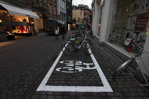Fietsparkeervak in de Parijsstraat, foto 3