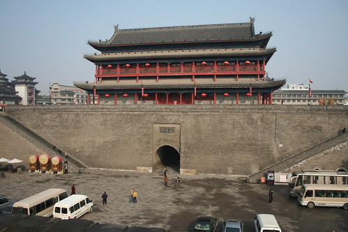 2011-11-18 - Xian - City wall - 12 - Ring wall - Entrance courtyard view