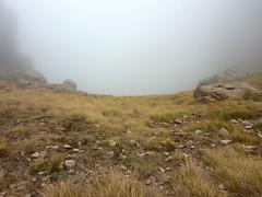 Bocca di Fumicosa : le col S dans la brume et le ravin de Frassiccia en face!!