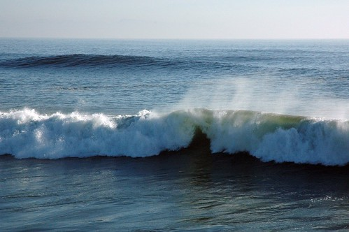 Spray! Perfect waves roll in the pipeline, Pacific Ocean, Santa Cruz, California, USA by Wonderlane