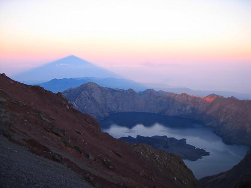 shadow indonesia volcano lombok rinjani indonésie melvilleb