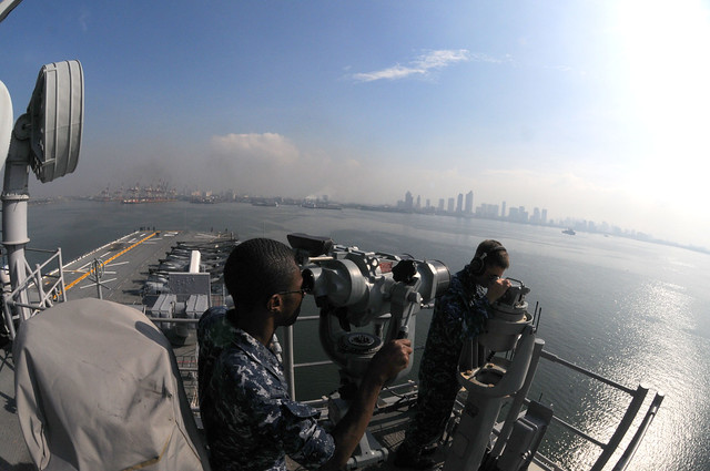 Sailors man the forward lookout watch on the signal bridge of USS Essex (LHD 2) as the ship arrives in Manila for a port visit.