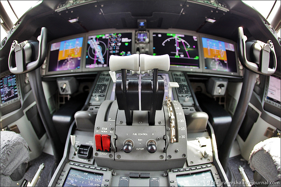 Кабина Дримлайнера B-787