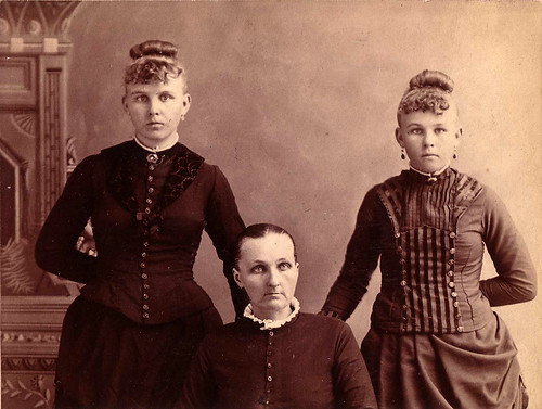 Maggie & Annie Rosendale With Mom ca 1888