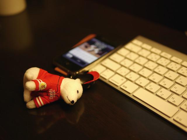 私のiPhone4Sは昨日からお父さんストラップ付きです。