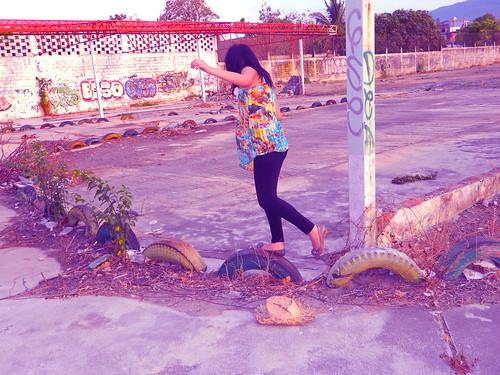 Caminas, saltas, corres, vuelas; de cualquier forma quiero llegar a ningún lado by Bien luna