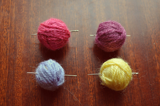 Yarn balls necklace tutorial 2