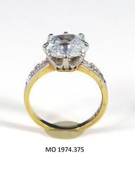 sapphire(0.0), ring(1.0), yellow(1.0), jewellery(1.0), diamond(1.0), gemstone(1.0),