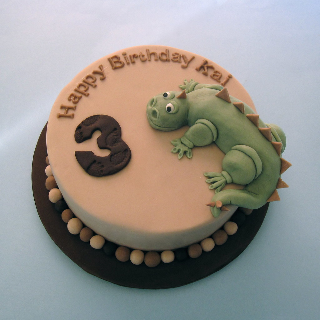 how to make a dinosaur out of fondant icing