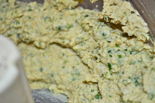 hummus with spice & parsley 5