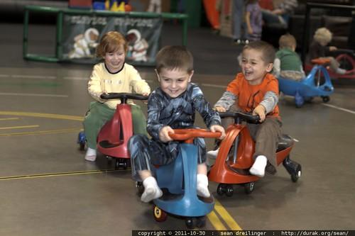 sequoia, noa & dorothy ride the go karts    MG 7552