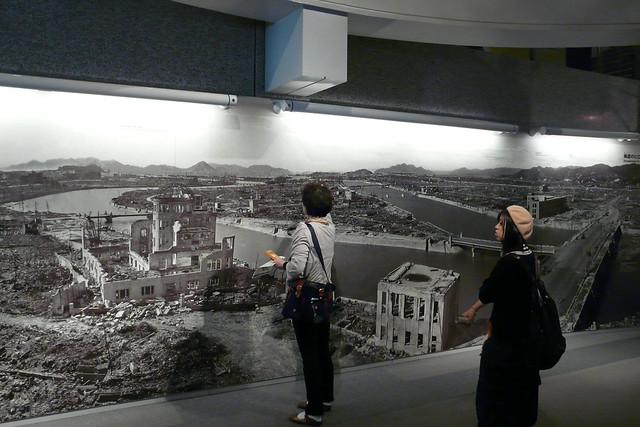 Mural con foto de Hiroshima tras la bomba. Foto de @GonzaloMMD