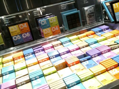 50種類のチョコレートが販売されています。@100% Chocolate Cafe.