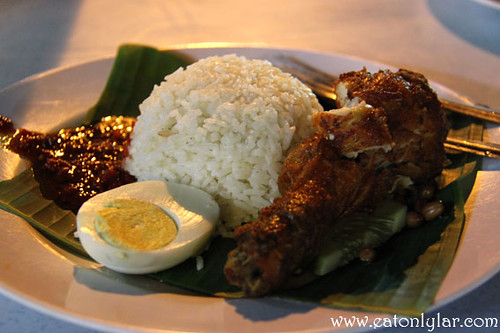 Nasi lemak with fried chicken, Nasi Lemak Famous