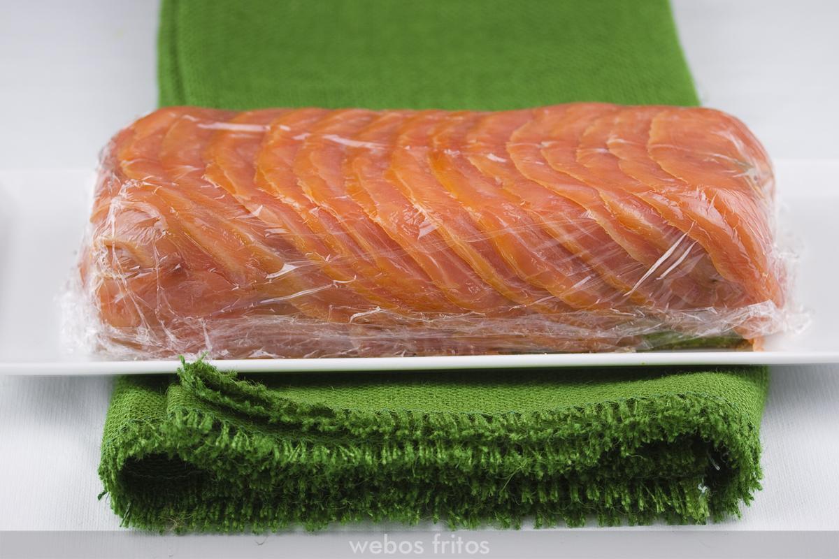 Pudin de espárragos, espinacas y salmón ahumado