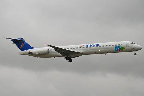 Insel Air Aruba MD-82; PJ-MDD@MIA;17.10.2011/626ie