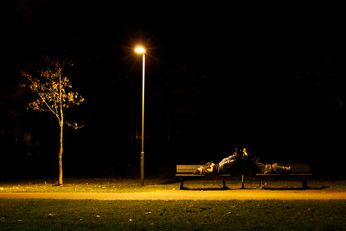 park light white tree lamp night zeiss bench eos 50mm lights path mp benches 50 makro atnight kuopio ze selftimer planar 502 carlzeiss f20 canoneos5d makroplanart250 päiväranta