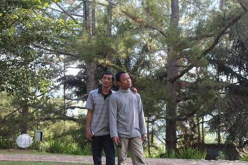 Mencari ujung senja by Nihayatuzzin