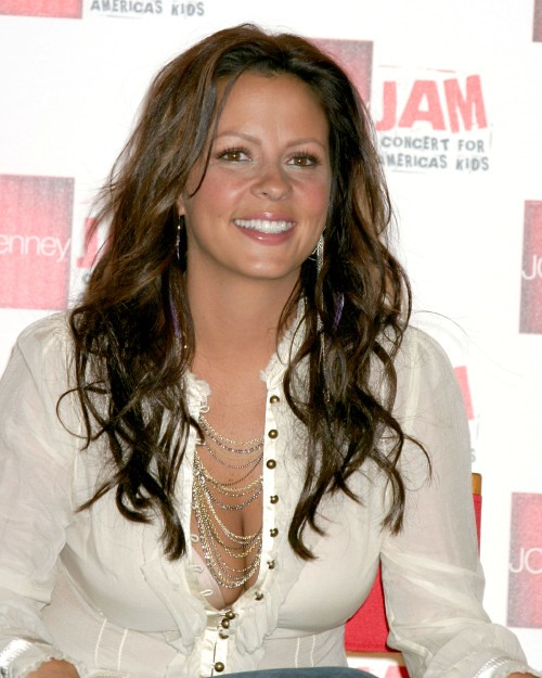 Sara Evans born on 5 February 1971.She is singer and songwriter.