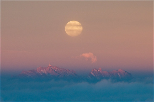 autumn sunset moon mountain alps clouds switzerland evening fullmoon alpine moonrise alpenglow beltofvenus säntis alpstein rigi nebelmeer hochnebel