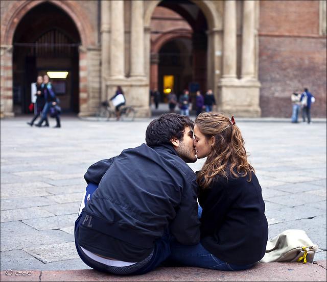 il bacio sulla bocca.