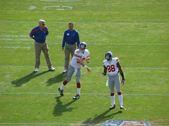 Eli Manning Warms Up with Hakeem Nicks