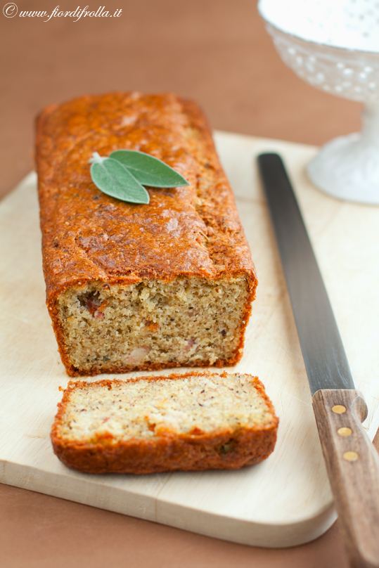 Cake al grano saraceno con pancetta e salvia