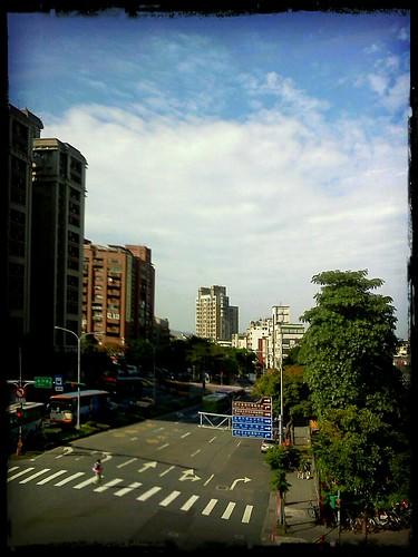 士林捷運站_20111122 by 南南風_e l a i n e