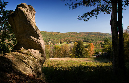 outcrop tourism sandstone hiking massachusetts scenic berkshires cobblehill geology pastoral rockformation tyringham sedimentaryrock trusteesofreservations berkshirehills rabbitrock tyringhamcobble ttor sandstoneoutcrop tyringhamcobblepark
