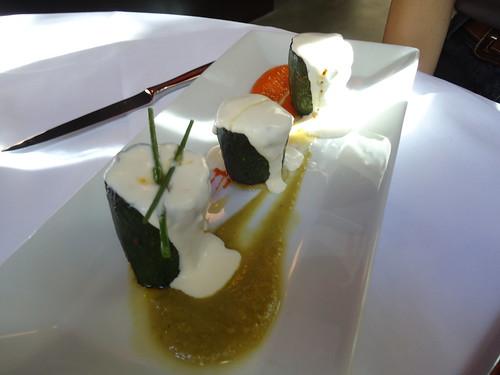 Zaragoza | Paraninfo Flor | Fondos de calabacín rellenos de carne y gratinados sobre su propia salsa